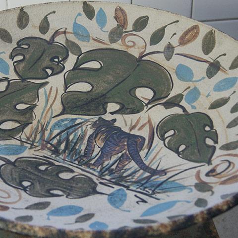 Keramik, fat med blad på